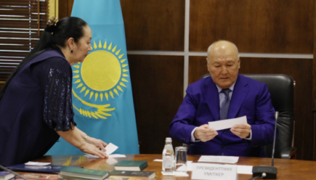 Кандидата у президенти Казахстану зняли з виборів через незнання державної мови