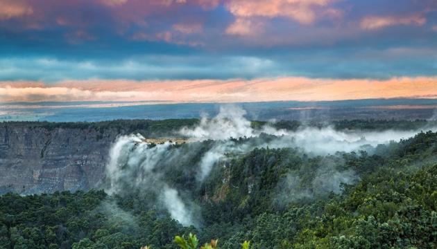 На Гаваях чоловік впав у кратер вулкану, коли робив селфі