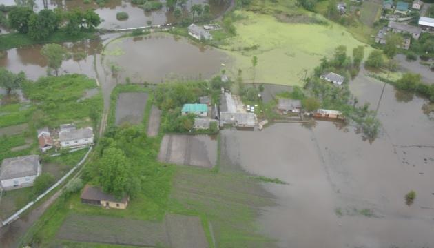 На Закарпатті зливи підтопили понад сотню житлових будинків