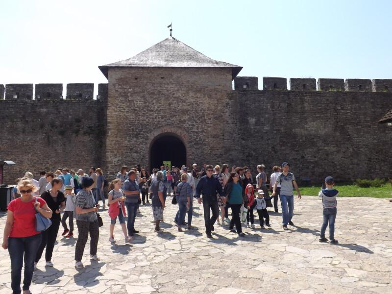 Діти учасників АТО відвідали з екскурсією Чернівецьку область. ФОТО