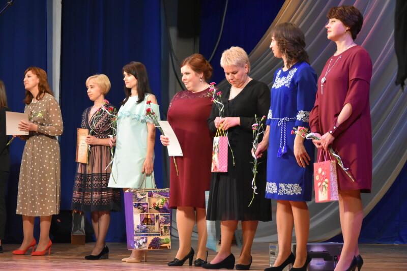 У Луцьку нагородили особливими відзнаками найкращих вчителів та учнів. ФОТО