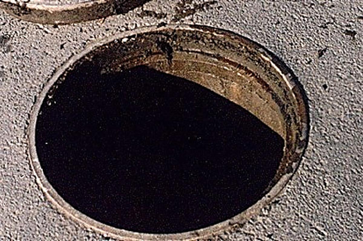 На Волині знайшли жінку у каналізаційному люці