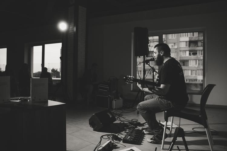 У Луцьку відбувся концерт-презентація збірки Олега Каданова. ФОТО