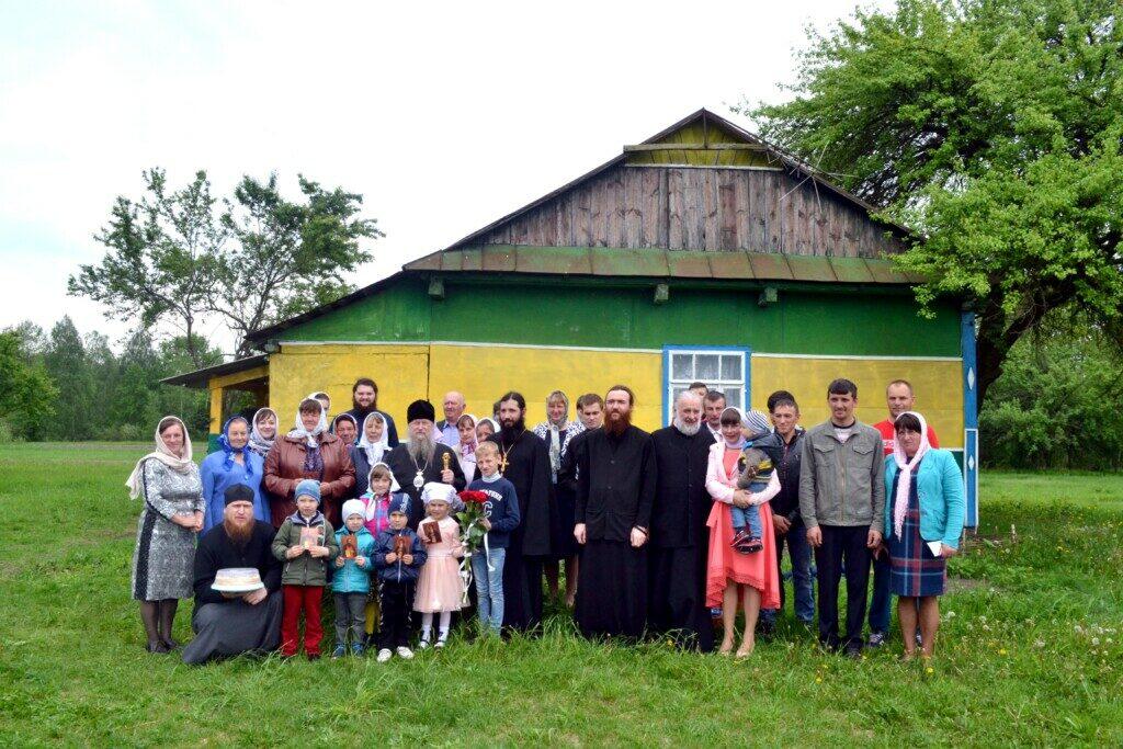 У волинському селі прихожани Московського Патріархату продовжують молитися у старій хаті