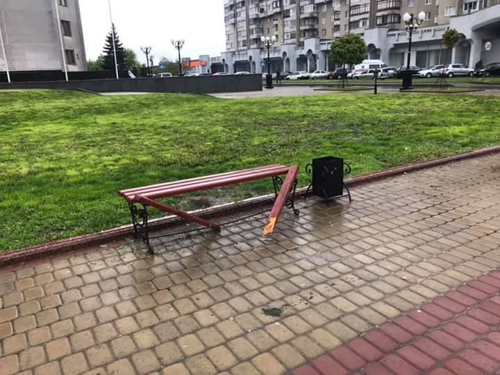 У Луцьку на Київському майдані орудували вандали. ФОТО