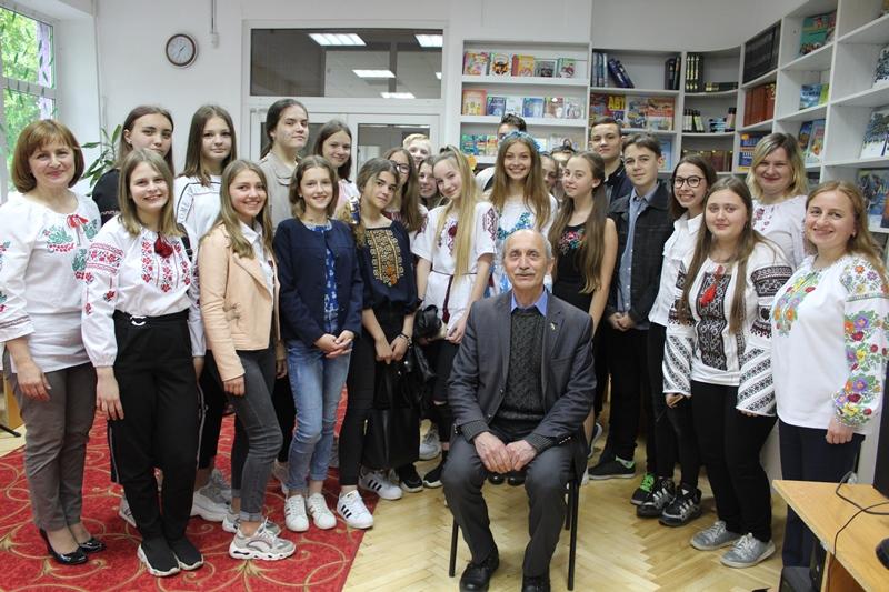 Відомий краєзнавець розповів школярам про визначну міжнародну подію для Луцька. ФОТО