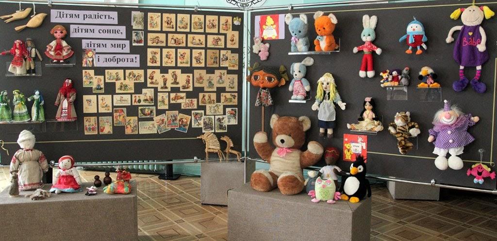 У Луцьку музей запрошує на виставку раритетних дитячих іграшок