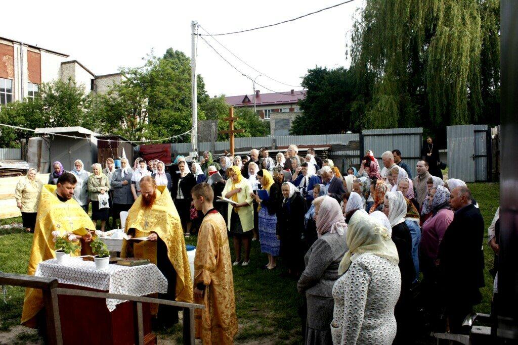 У Луцьку громада УПЦ МП відзначала престольне свято у тимчасовому храмі