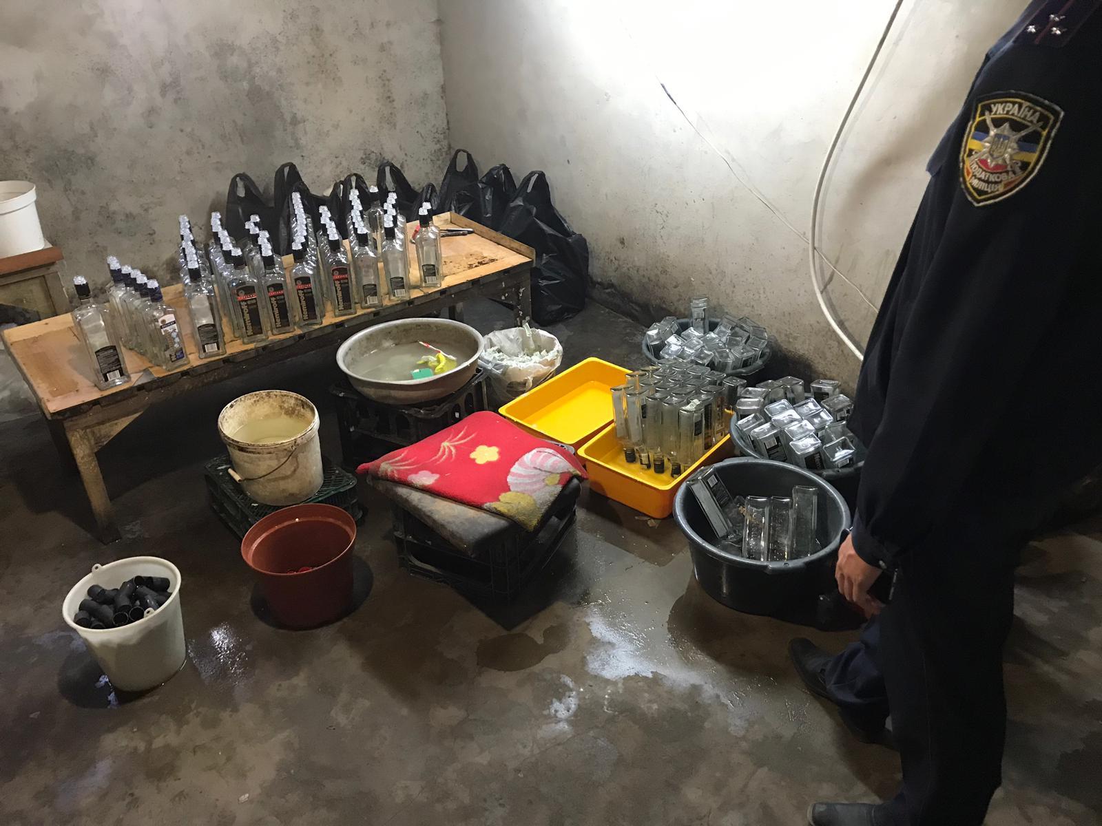 У Луцьку чоловік облаштував міні-цех для виробництва горілчаного сурогату