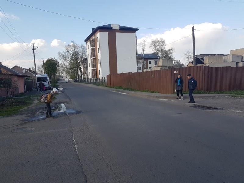 Лучанка просить облаштувати пішохідний перехід біля школи. ФОТО