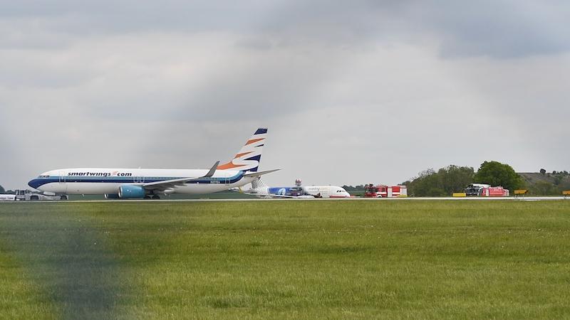 На злітній смузі аеропорту Праги зіткнулись два літаки
