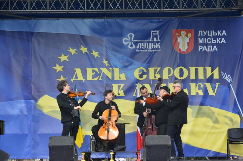 Лучани завершували святкування Дня Європи з музикою та піснями. ФОТО
