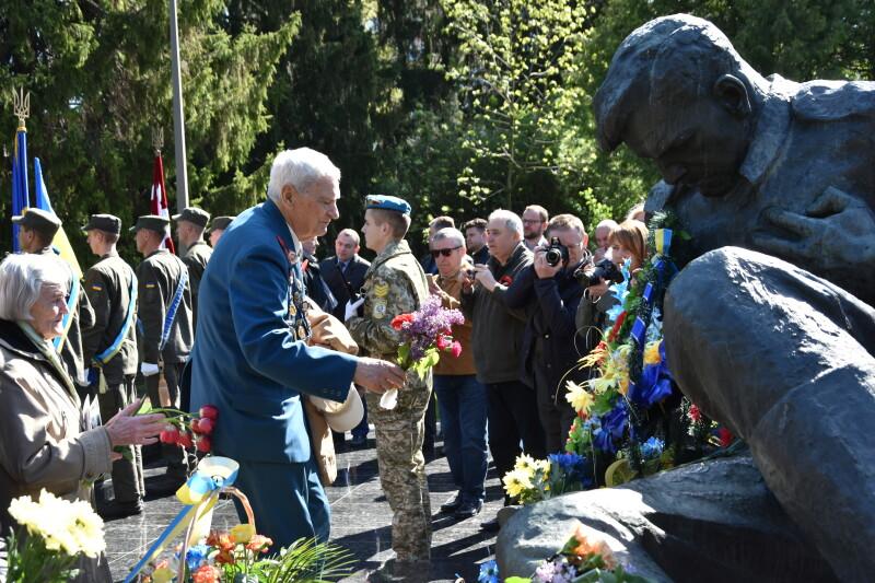 У Луцьку згадали загиблих у Другій світовій війні та відзначили День пам'яті