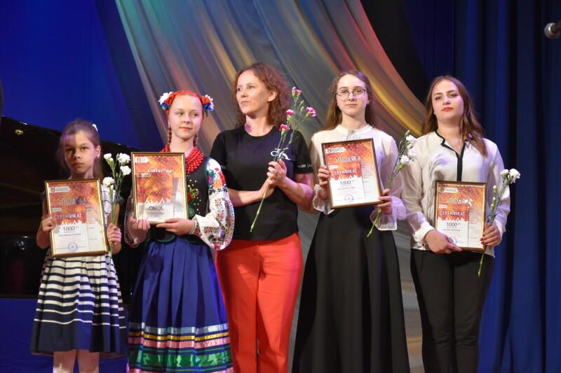 У Луцьку під час мистецької акції нагородили творчо обдарованих дітей. ФОТО