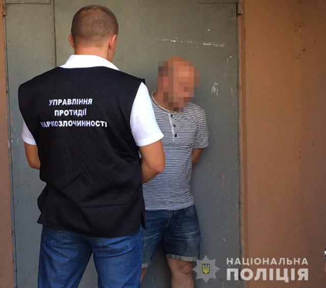 У Луцьку затримали продавця амфетаміну прямо на вулиці міста