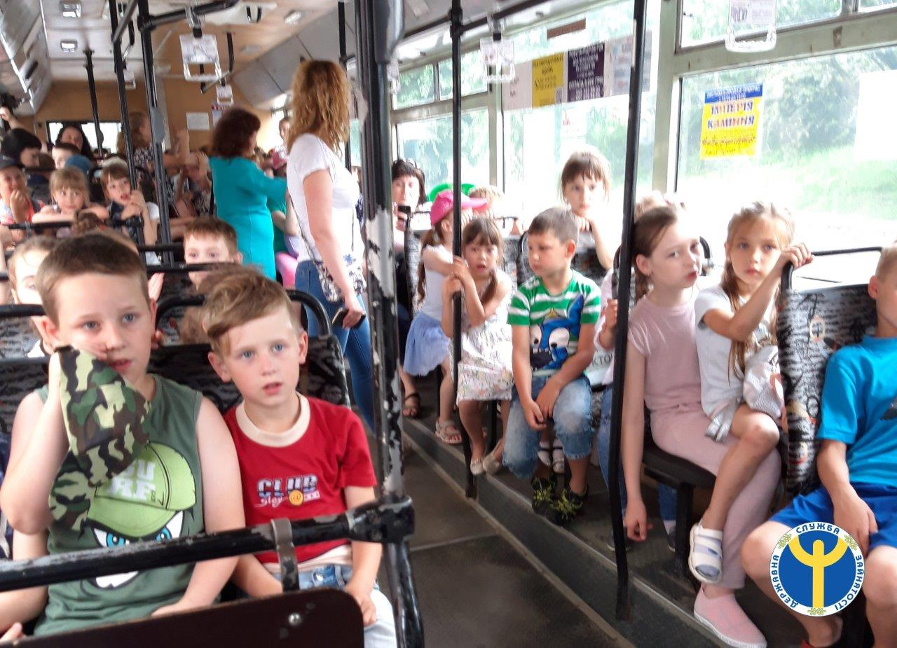 У Луцьку дітям провели економічну екскурсію на тролейбусі. ФОТО