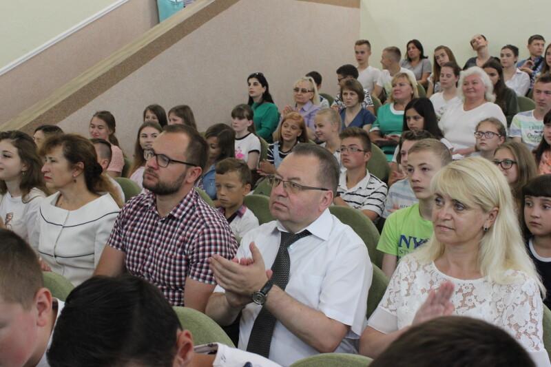 У Луцьку урочисто відкрили оновлений актовий зал школи № 25. ФОТО