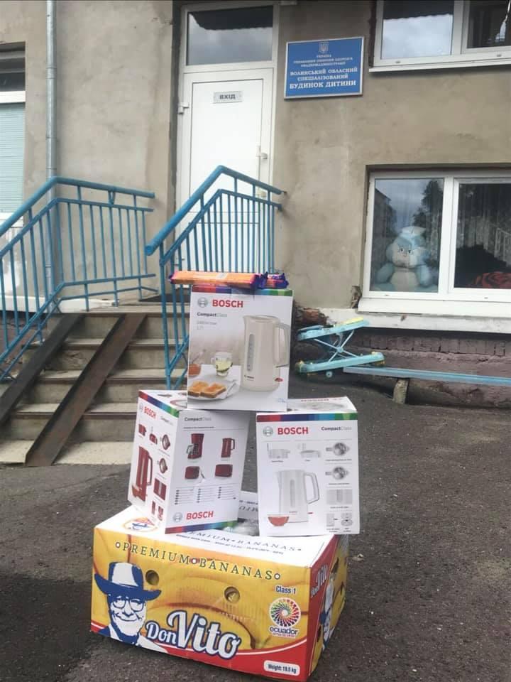 У Луцьку працівники прокуратури навідалися з подарунками до спеціалізованого будинку дитини