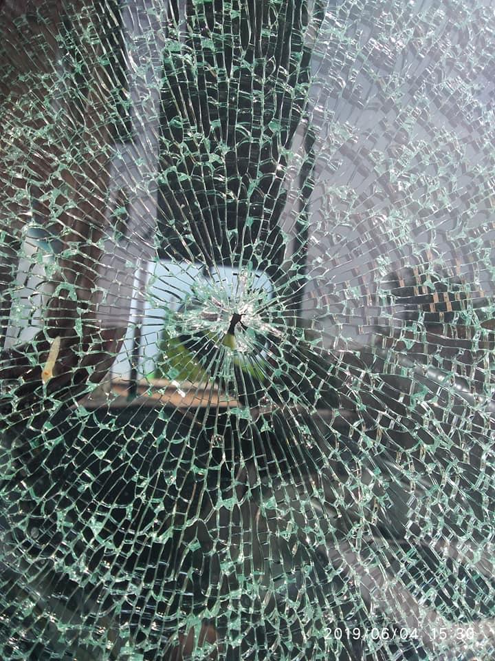 У Луцькому районі з пневматики стріляли у вікно автомобіля. ФОТО