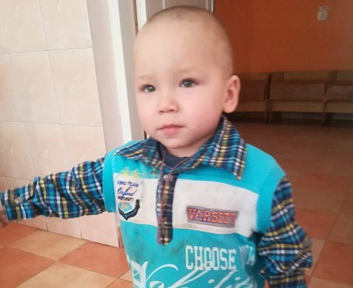 Небайдужих волинян просять допомогти з одягом маленькому хлопчику