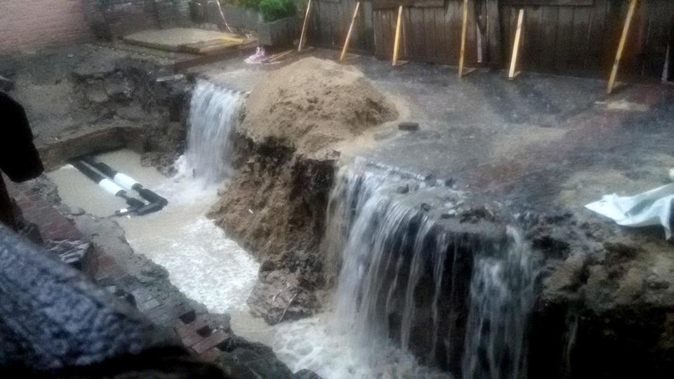 У Луцьку унаслідок дощів затопило підвал