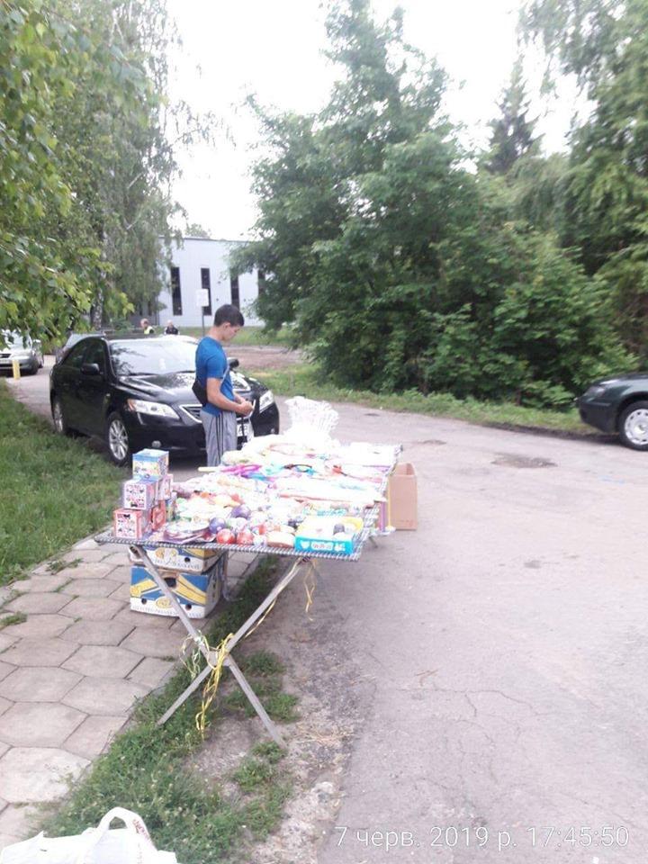 У Луцьку муніципали впіймали продавця у парку без дозвільних документів