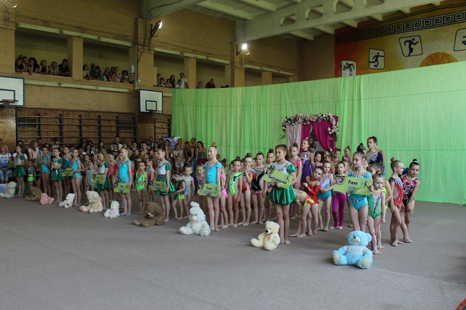 Чемпіонат з художньої гімнастики зібрав у Луцьку найсильніших юних спортсменок. ФОТО