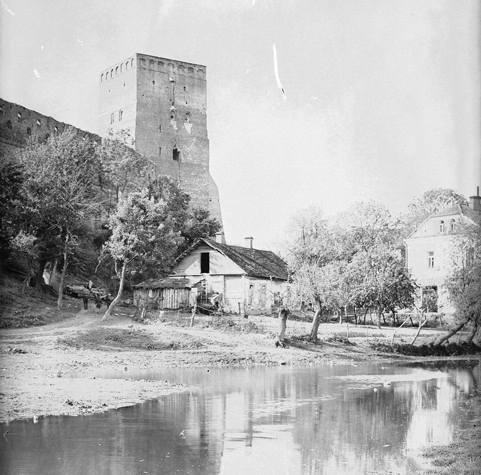 Як виглядала територія Луцького замку 1925 року. РЕТРОФОТО