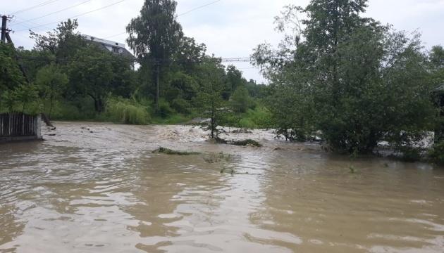 Унаслідок сильних злив підтопило населені пункти в трьох областях України