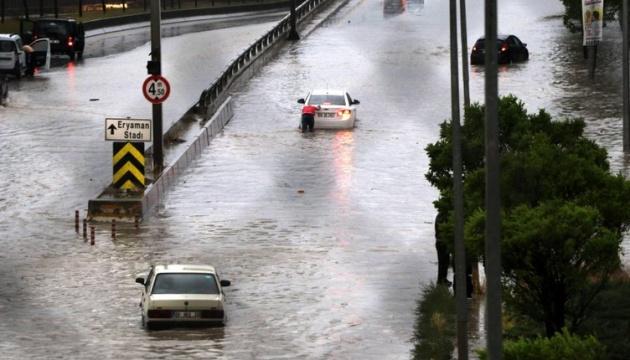 Столицю Туреччини затопило в результаті рекордної кількості опадів. ФОТО