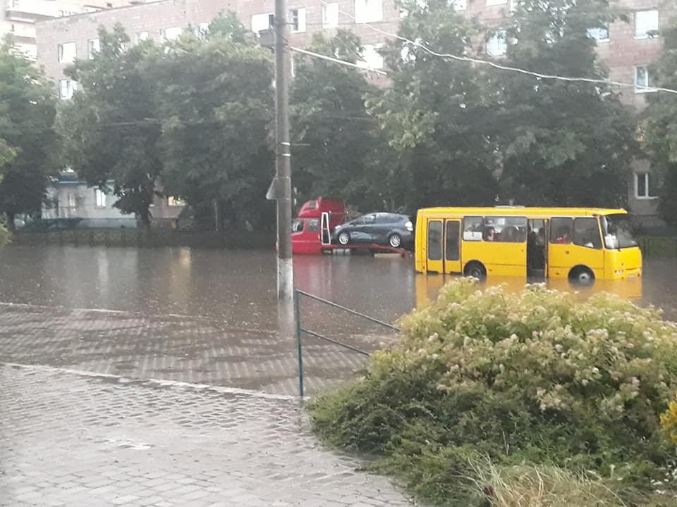 У Луцьку вчергове затопило декілька вулиць. ФОТО