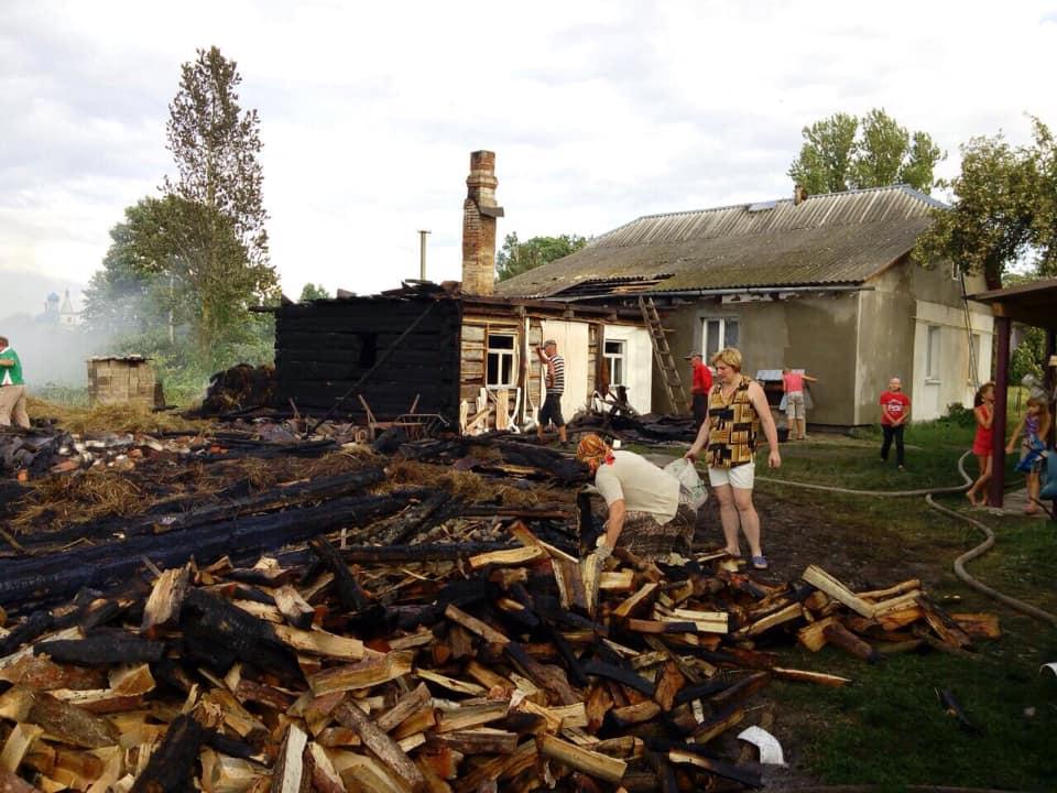 На Волині горіли житловий будинок та літня кухня