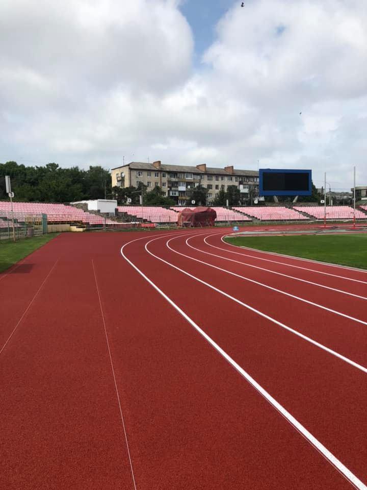 Луцький стадіон готують до чемпіонату Європи. ФОТО