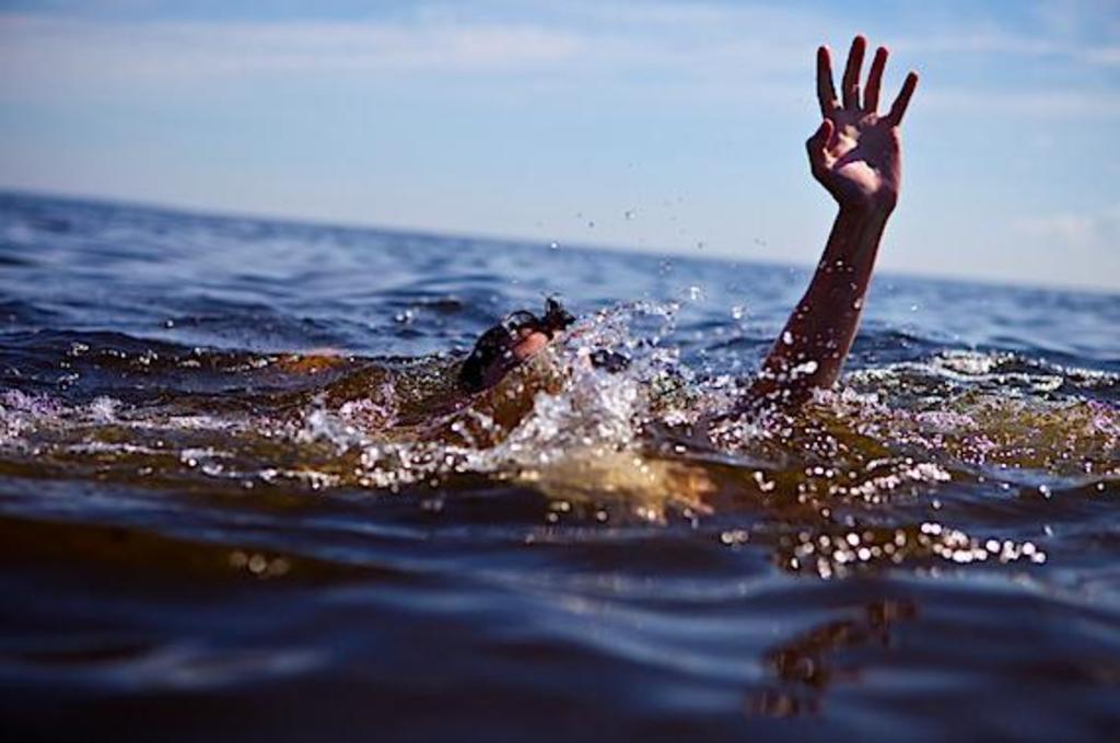 На водоймі у Луцьку врятували життя чоловіка. ФОТО