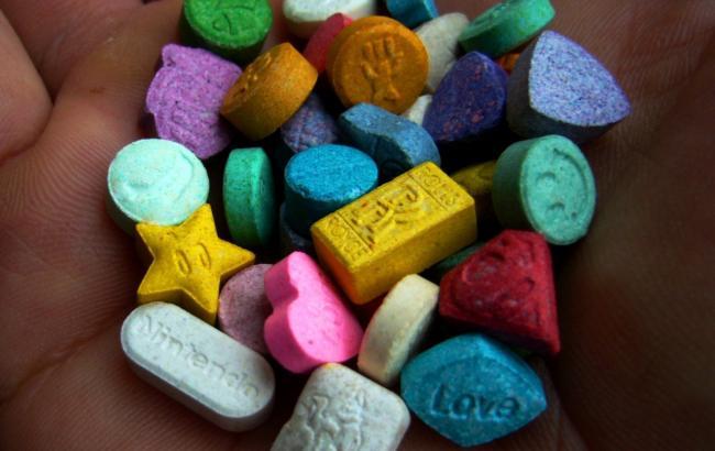 Через митний пост «Ягодин» чоловік намагався перевезти наркотики