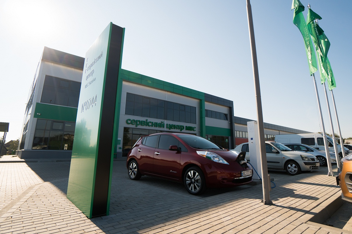 На Волині зростає попит на електрокари та гібридні автомобілі