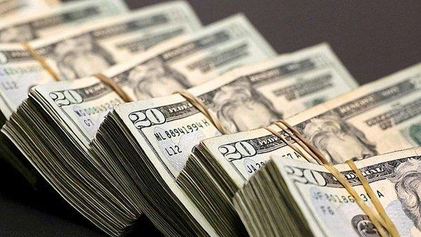 Долар впав у ціні до найнижчого за останні три роки рівня