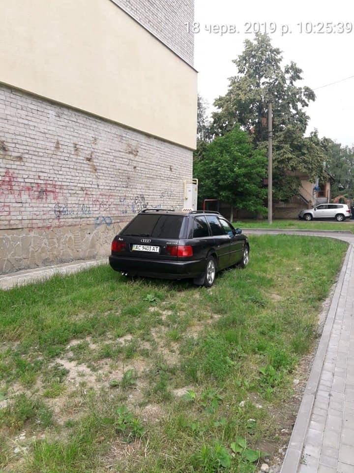 У Луцьку за тиждень зловили 24 порушників паркування. ФОТО