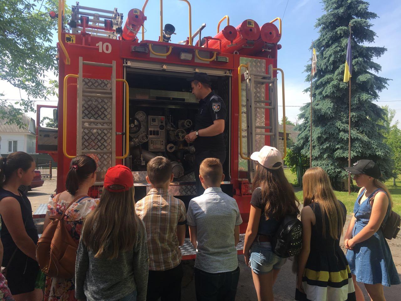 У Любомльському районі рятувальники провели екскурсію для вихованців пришкільного табору
