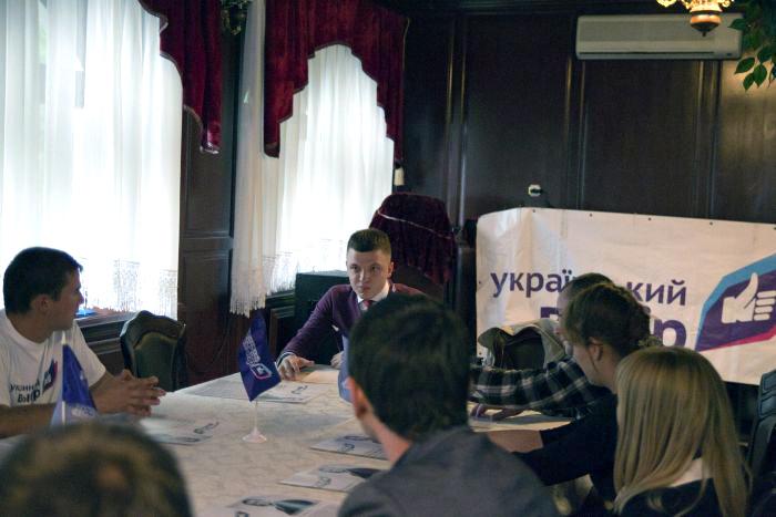 У Луцьку в нардепи від партії «Голос» балотується лучанин, якого пов'язують з Медведчуком
