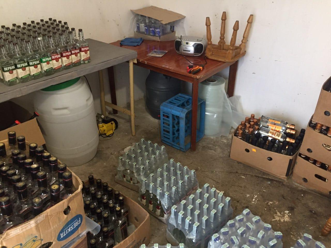 На Волині викрили черговий підпільний цех з виробництва алкоголю
