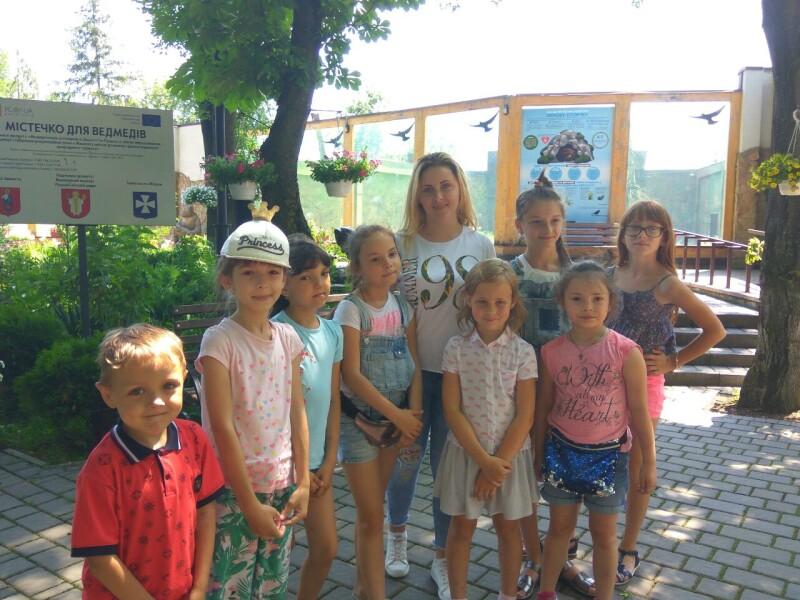 У Луцьку діткам з особливими потребами провели цікаву екскурсію зоопарком. ФОТО