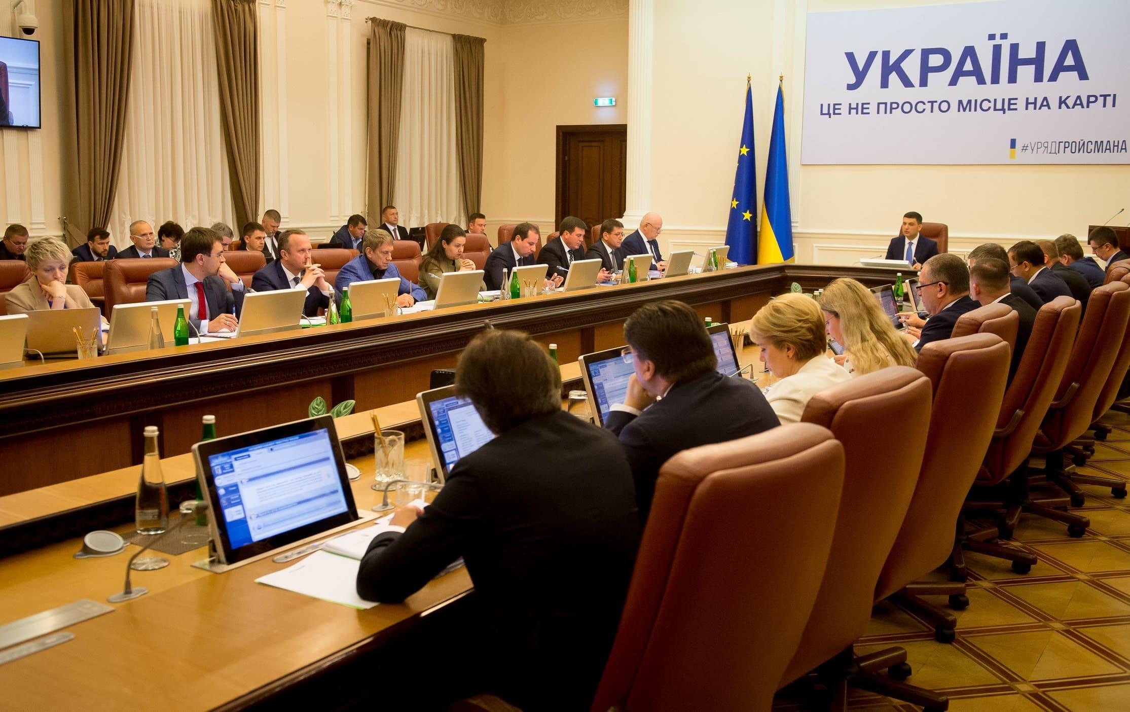 Кабмін просить Зеленського звільнити 13 губернаторів