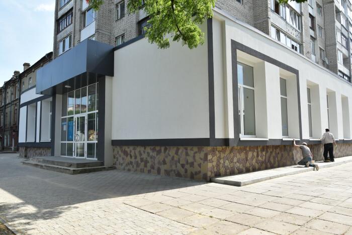 Центральну міську бібліотеку для дітей капітально ремонтують за більш як 3 мільйони гривень. ФОТО