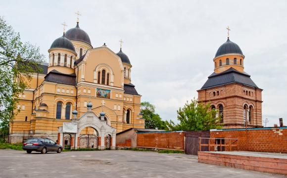 Просять допомогти у відбудові собору у волинському містечку
