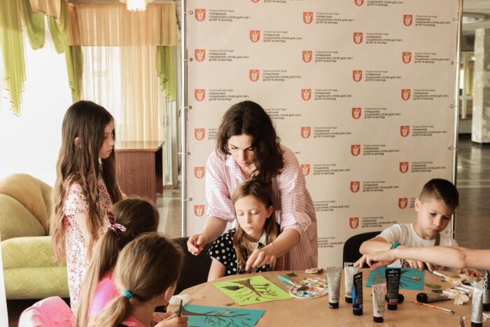 Для дітей із родин загиблих в АТО організували майстер-клас з живопису. ФОТО