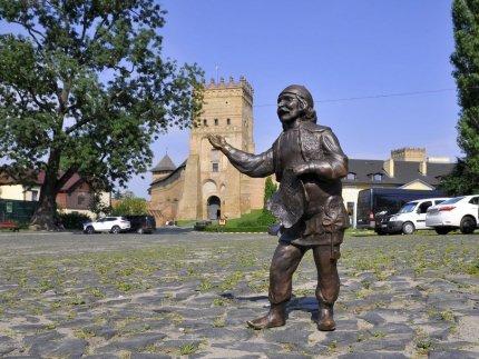 Луцькрада придбала шість скульптур кликунів