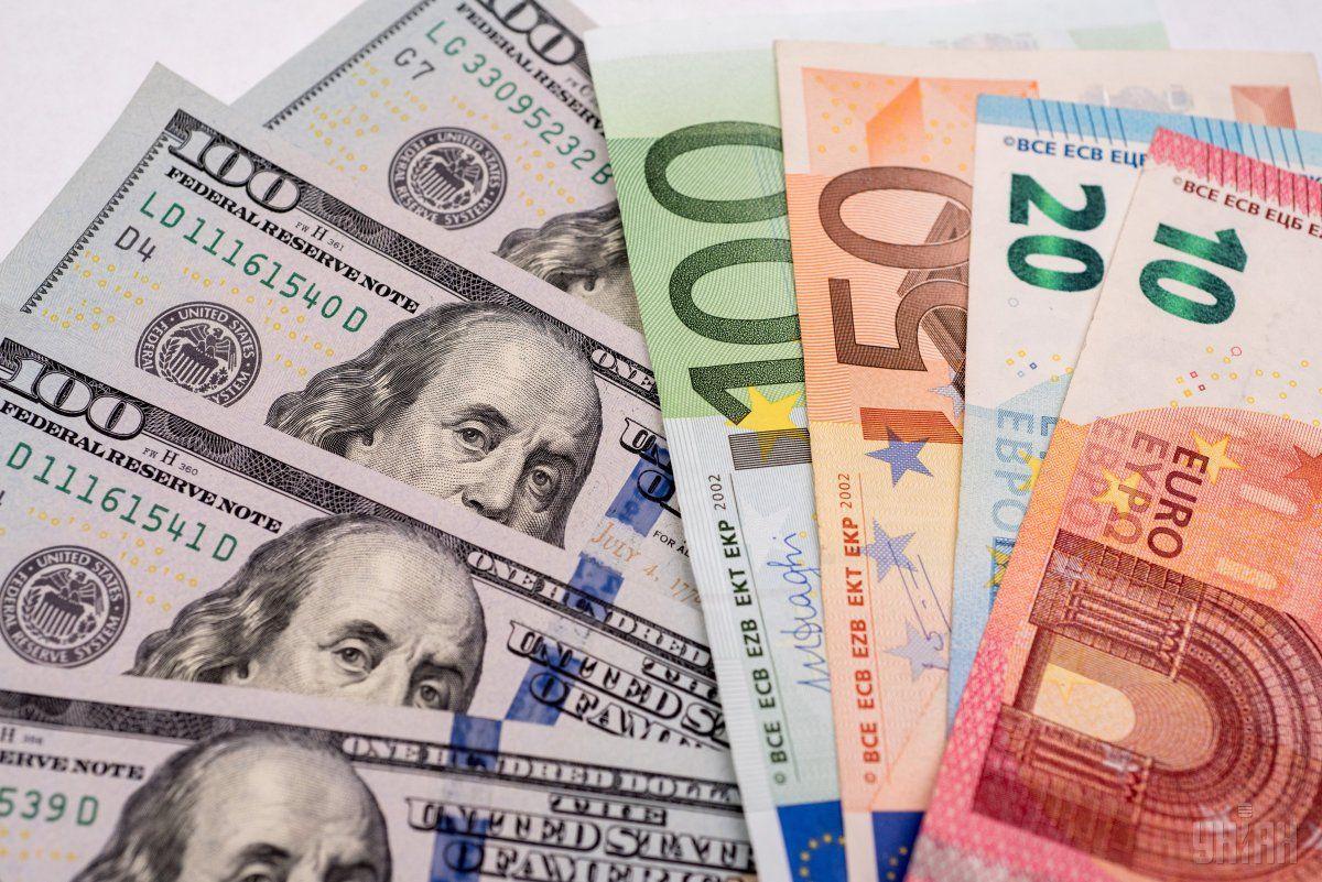 Курс валют на 11 червня: долар і євро й надалі дешевшають