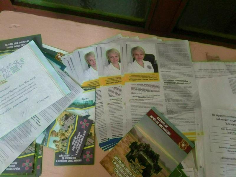 На Волині листівки кандидатів-мажоритарників виявили у неналежних місцях