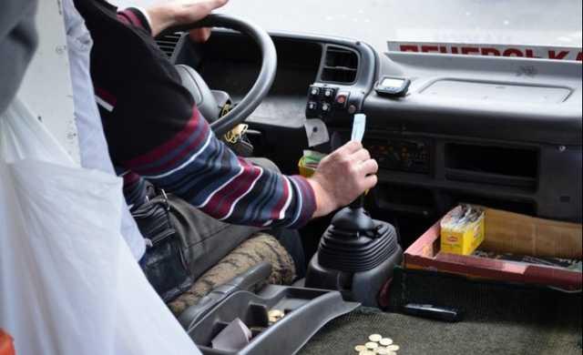 У Луцьку хочуть заборонити водіяммаршруток слухати музику та їздити з оголеним торсом